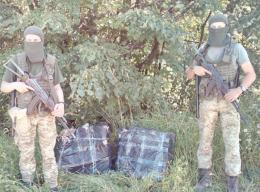 Прикордонники Буковини затримали чотирьох порушників та виявили сховок з контрабандою