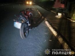 На Буковині 33-річний водій мікроавтобуса зіткнувся із мотоциклом, є постраждалі