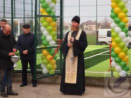 На Буковині на батьківщині Ротару відкрили футбольний майданчик із штучним покриттям