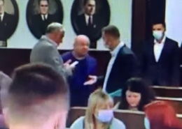 Екс-секретар Чернівецької міськради з кулаками і лайкою накинувся на «слугу народу» (відео)