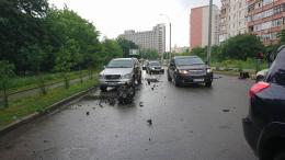 У Чернівцях на Воробкевича сталася ДТП, в одного з автомобілів від удару вирвало двигун (фото+відео)