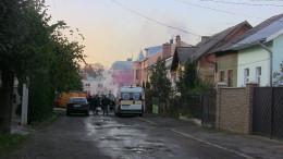 У Чернівцях рятувальники вивели з пожежі чоловіка з двома дітьми (фото)