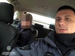 У Чернівцях патрульні допомогли хлопчику, який сів не в ту маршрутку та заблукав
