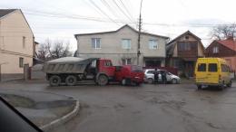 У Чернівцях на Олега Кошового сталась потрійна ДТП
