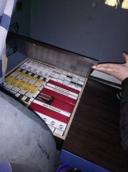 На Буковині в пункті пропуску «Порубне» вилучено контрабандні цигарки та одяг