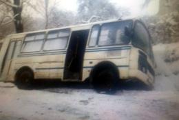 На Буковині у селі Спаська на слизькій дорозі перекинулась маршрутка