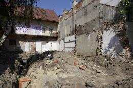 У центрі Чернівців – самовільне будівництво: забудовника перевірять