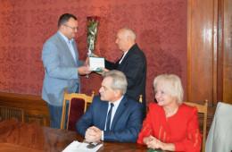 У Чернівцях Остапа Савчука нагородили медаллю «На славу Чернівців» (фото)