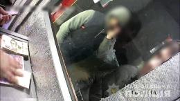 У Чернівцях поліцейські викрили 21-річного парубка, котрий збував підроблені Євро (фото)