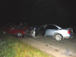 На Буковині п'яний водій на «Ауді» врізався у «Мерседес», постраждало троє лдей