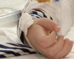 На Буковині однорічний хлопчик розлив на себе окріп