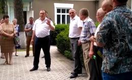На Буковині скандальний голова райради возить селами кандидата від «Слуги народу», агітуючи за нього (фото)