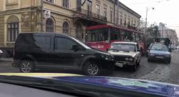 У Чернівцях на Головній зіткнулися Volkswagen і ВАЗ