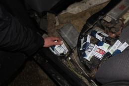 На Буковині затримали три автомобіля з контрабандними цигарками (фото)