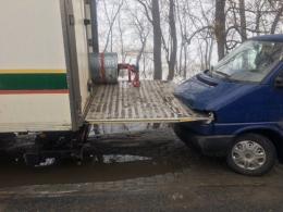 На Буковині у Шипинцях вантажівка в'їхала у мікроавтобус