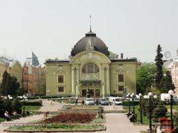 Мер Чернівців розповів, коли розпочнуть капремонт Театральної площі
