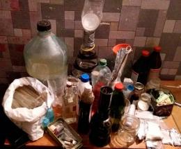 У Чернівцях в приватному помешканні поліцейські викрили нарколабораторію (фото)