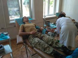 Чернівецькі прикордонники здали кров для порятунку життя