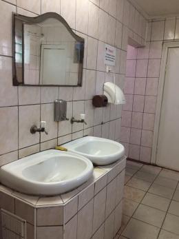 У Чернівцях є три безкоштовні громадські вбиральні, всі вони поза межами центру міста (відео)