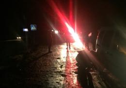 На Буковині легковик збив дівчину, яка вийшла з маршрутки