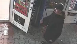 У Чернівцях обікрали магазин: власники просять допомогти впізнати злодіїв (відео)