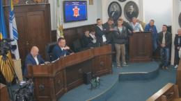 У Чернівцях учасники АТО блокували трибуну міськради через «земельний» скандал