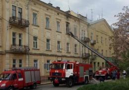 У Чернівцях горіла квартира біля драмтеатру (фото)