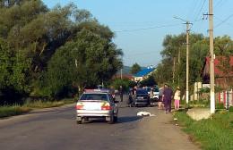 На Буковині автомобіль Ауді з іноземною реєстрацією збив насмерть пішохода