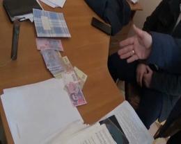 Суд оштрафував колишнього викладача ЧНУ, який обіцяв допомогти випускнику «відкосити» від служби в армії