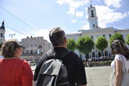 Чернівці почали заробляти на туристах більше