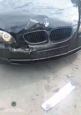 На Буковині перекинувся BMW, водій втік з місця ДТП