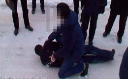 На Буковині невідомий зловмисник побив та пограбував жінку