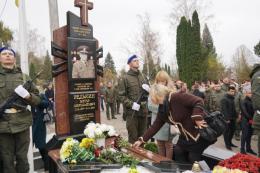 У Чернівцях на Алеї слави відкрили пам'ятник загиблому бійцю АТО Віктору Редькіну (фото)