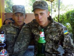 Віталій Вяльцев (на фото ліворуч)