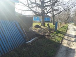 На Буковині невідомий зніс вісім метрів паркану та зник (фото)