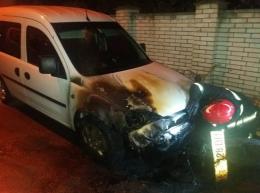 Чернівчани просять покарати винних у підпалі автомобіля Сергія Обшанського