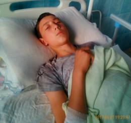 13-річний буковинець, котрий впав з дерева та отримав важку травму, знову ходитиме (фото)