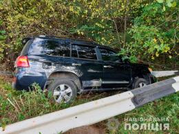 На Буковині потрійне ДТП: зіткнулись легковик, позашляховик та швидка (фото+відео)