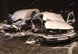 На Буковині зіткнулися два легковики, один з водіїв загинув (фото)