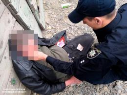 У Чернівцях патрульні врятували непритомного чоловіка (фото)