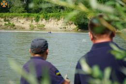 У Чернівцях врятували підлітка, який тонув у Пруті