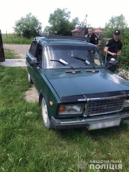 На Буковині п'яний водій на ВАЗ збив жінку та втік