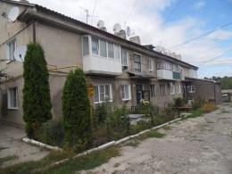 Через рух вантажівок на Буковині руйнується багатоквартирний будинок