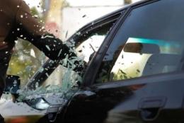 У Чернівцях затримали злодія, який обкрадав автівки