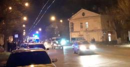 У Чернівцях на проспекті Незалежності автівка збила двох пішоходів (фото)