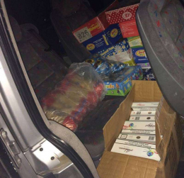 Буковинка замаскувала контрабандні цигарки під цукерки (фото)