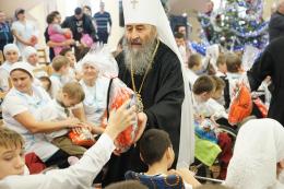 Митрополит Онуфрій на Буковині відвідав дітей
