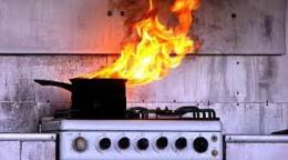Буковинці мало не згоріли у власному будинку