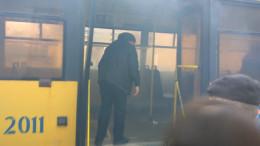 У Чернівцях під час руху загорівся тролейбус (відео)