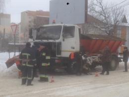На Каспрука у Чернівцях горіла снігоприбиральна машина (фото)